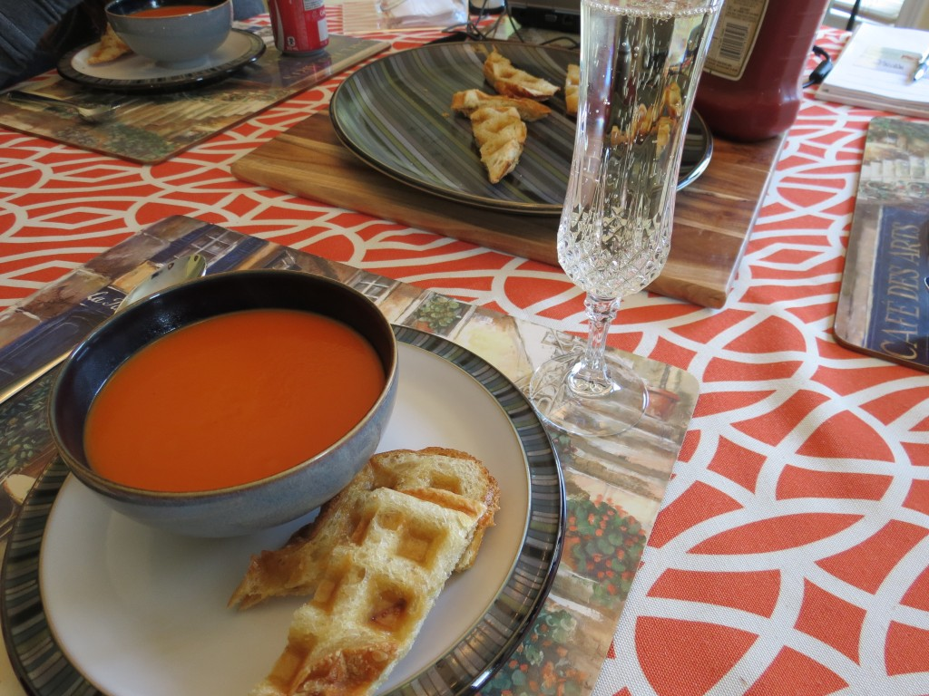 I decided to have my lunch with a glass of bubbly, because I was on vacation.  Nothing wrong with that, right?