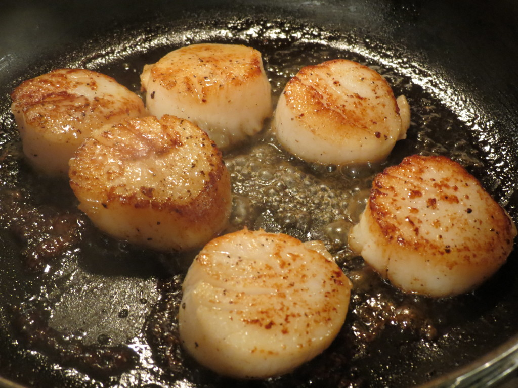 Look at these babies sizzling in the hot butter.  You're only a few minutes away from an awesome supper when you choose scallops.